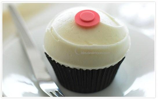 sprinkles_cupcake_pink_dot.jpg