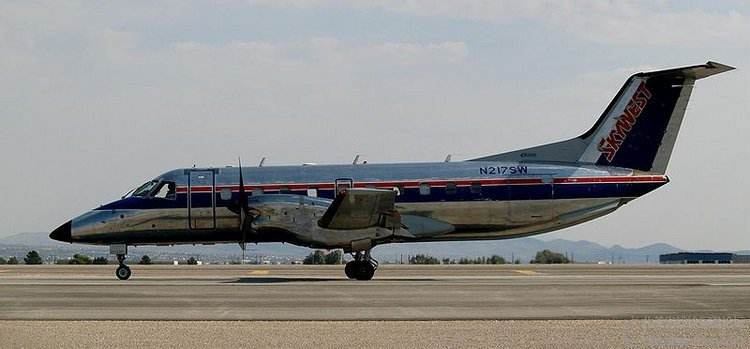 800px-Embraer_EMB-120ER_Skywest_Airlines_N217SW.jpg
