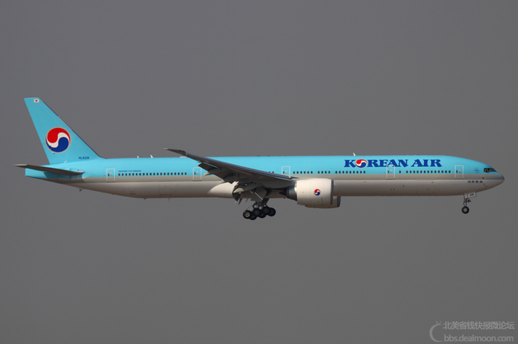 800px-Korean_Air_Boeing_777-300ER_HL8218_HKG_2011-12-8.png