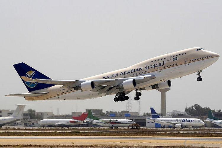 800px-Saudi_Arabian_Airlines_Boeing_747-412.jpg