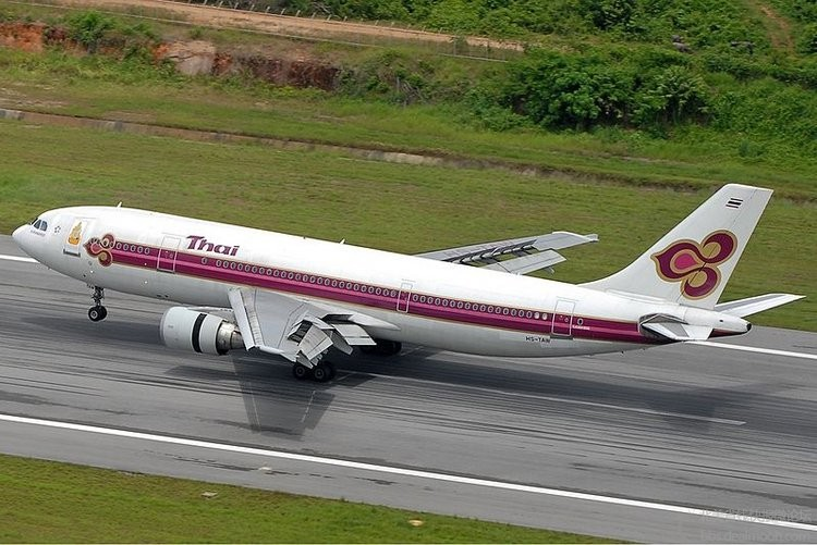 800px-Thai_Airways_Airbus_A300B4-622R_HKT_Prasertwit.jpg