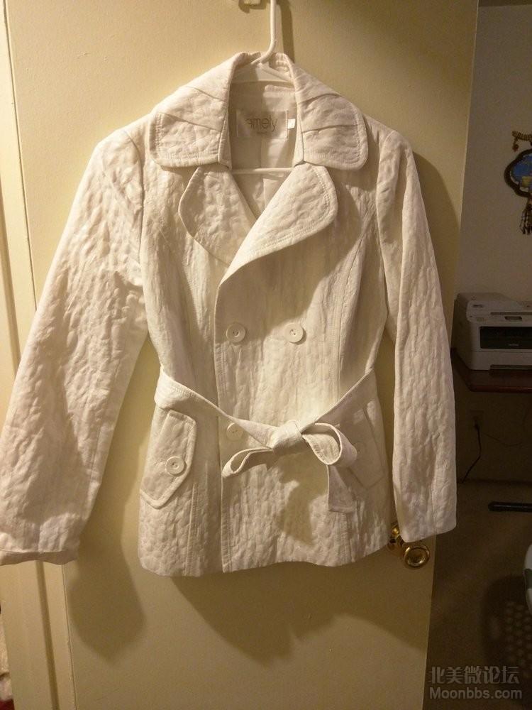 国内买的爱美丽的外套。400多买的。就穿过一次。。40刀
