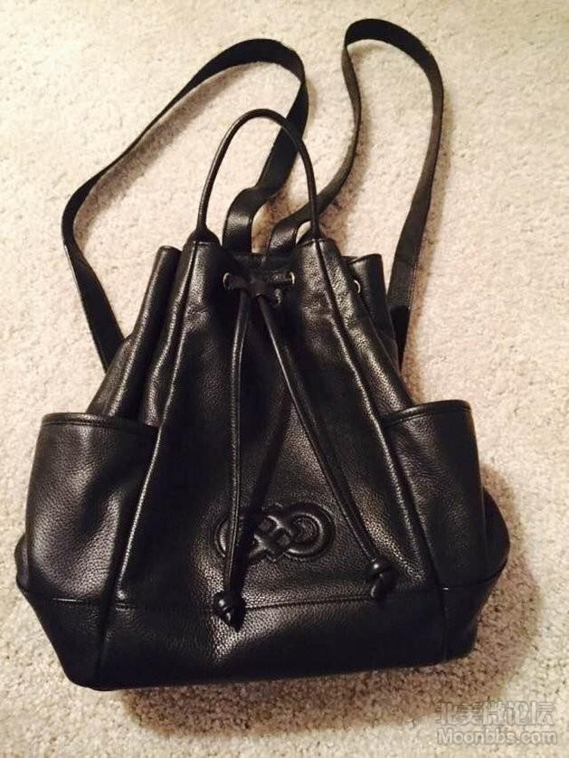 cole haan 双肩黑色包包,很实用也很好搭衣服哦。买的时候140 现在95包邮出啦。 ...