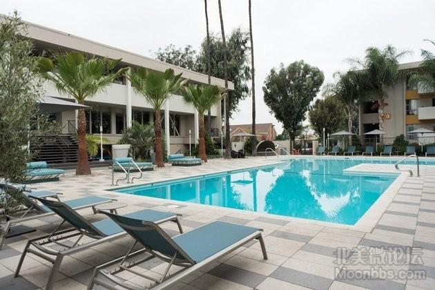 泳池对面标着3的就是我所在公寓楼