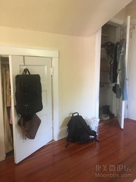 大房间的储物室还有衣帽间