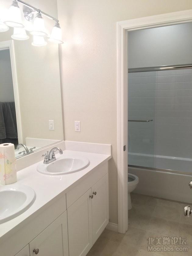 二楼共用的洗手间