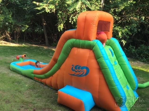 Water slide,夏天真的可以天天开业呢!