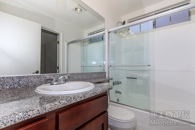 06a Second Bathroom_315209.jpg