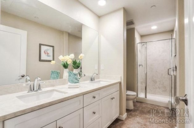 Room2_3_bathroom.jpg