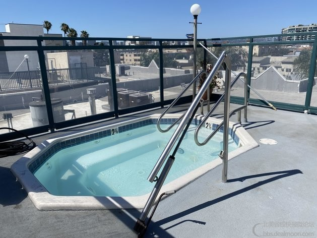 屋顶 hot tub