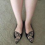 蝴蝶鞋~可惜感觉有点挤脚。球穿过的妹子说说经验