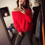 买了一件HM红彤彤的毛衣过年穿。。。