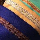 手绣羊绒朱莉王妃款的围巾就是百搭好看