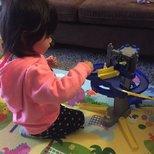 小妞第一个火车玩具