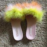 这么嫩颜色的拖鞋,能穿出街吗?