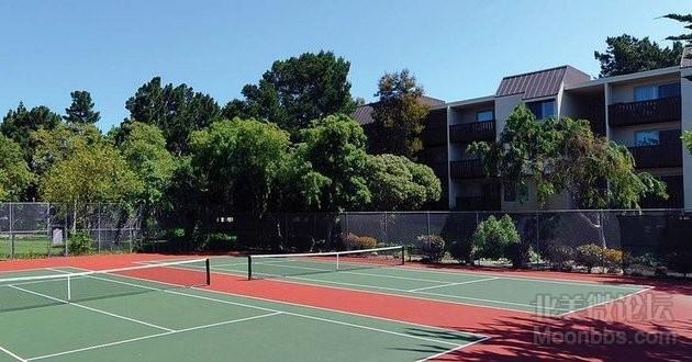 小区网球场