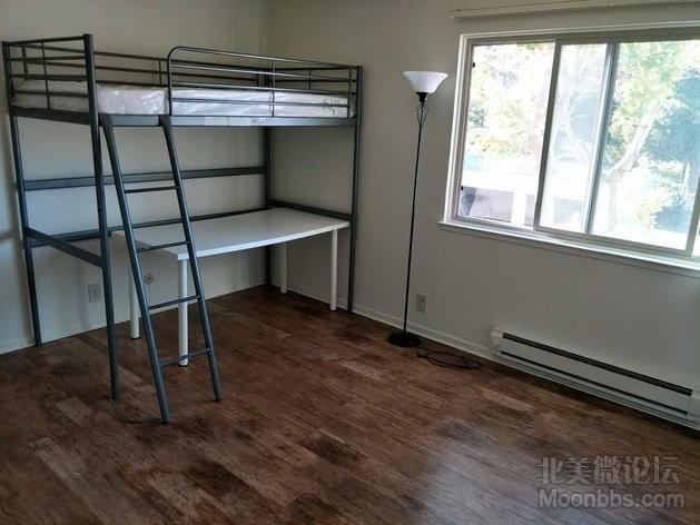 loft bed A型、床垫、ikea写字台、落地灯.jpg