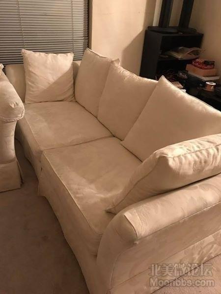 三人坐沙发