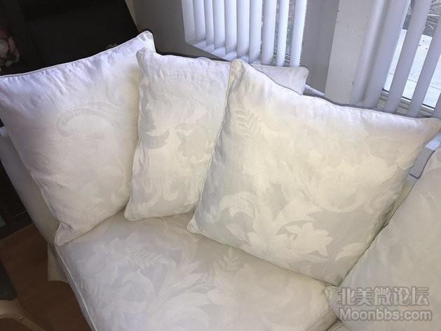 靠垫和坐垫套子都是可拆洗的