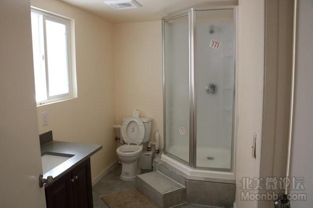 2nd Suite_Bathroom.JPG