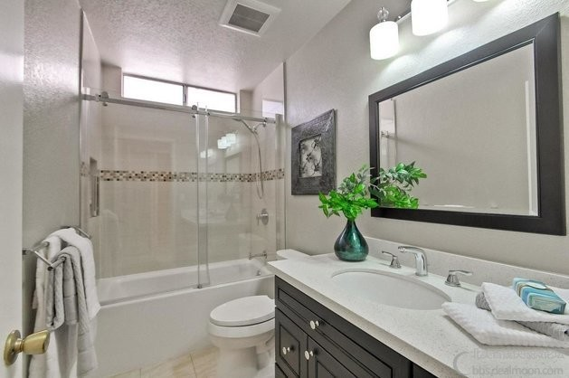 guest restroom.jpg