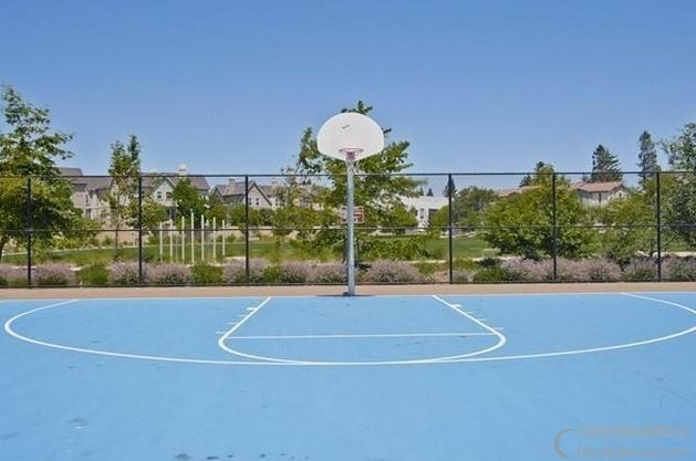basketball_court.jpg