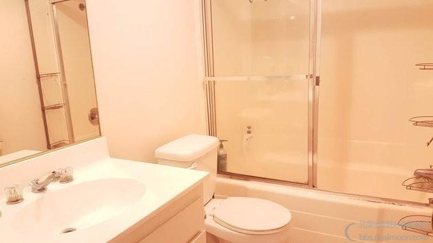 Shared Bathroom1.jpg
