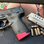 这年头枪不好买,就算有货也消费不起。