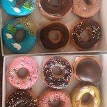 Krispy kreme 周末 买一打 (一打12个)+1块 送一打甜甜圈